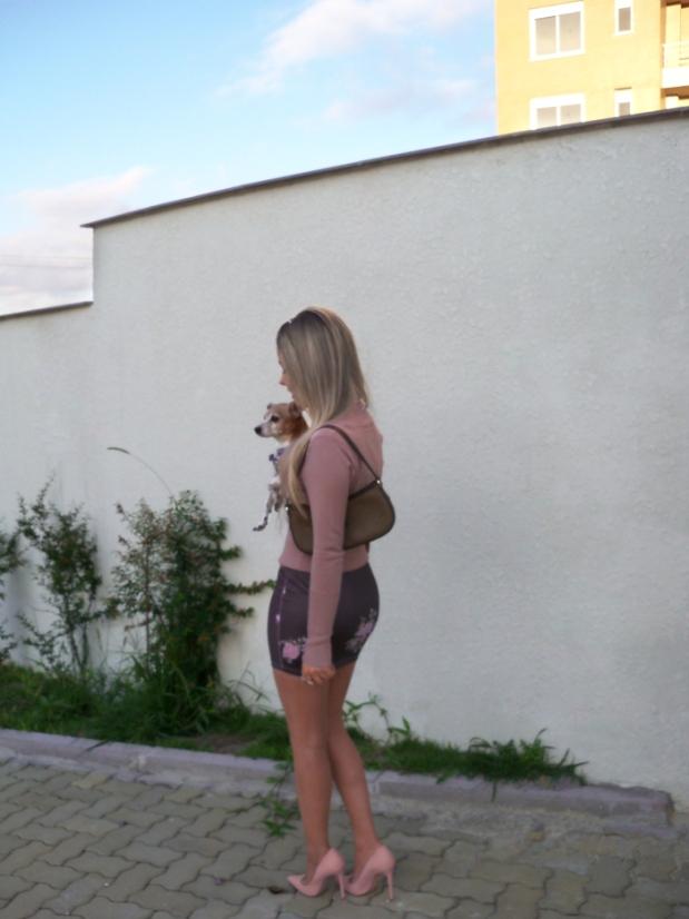 sininhu-sylvia-santini-meu-look-blog-got-sin-moda-saia-chris-evert-estampa-floral-flores-girlie-lupi-cachorro-10