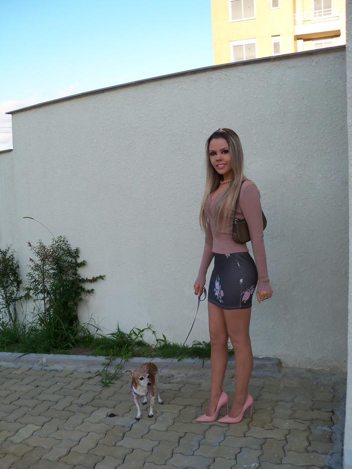 sininhu-sylvia-santini-meu-look-blog-got-sin-moda-saia-chris-evert-estampa-floral-flores-girlie-lupi-cachorro-13
