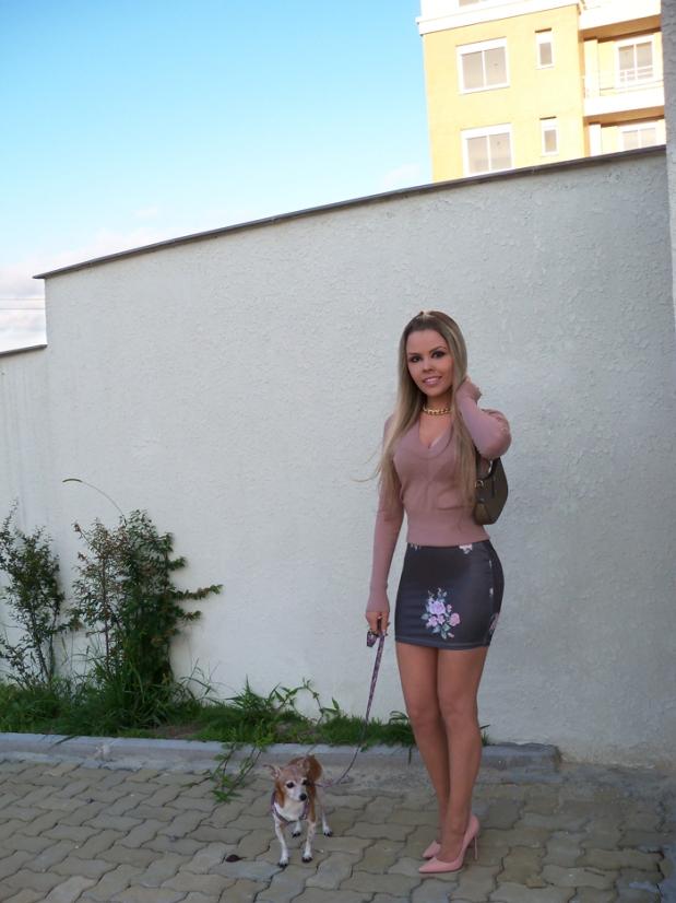sininhu-sylvia-santini-meu-look-blog-got-sin-moda-saia-chris-evert-estampa-floral-flores-girlie-lupi-cachorro-16
