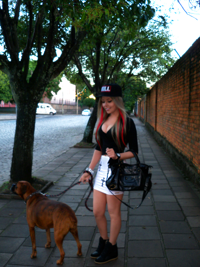 sininhu-sylvia-santini-meu-look-blog-got-sin-saia-cruz-gotica-bone-snapback-balenciaga-bag-bolsa-sneaker-wedge-red-hair-09