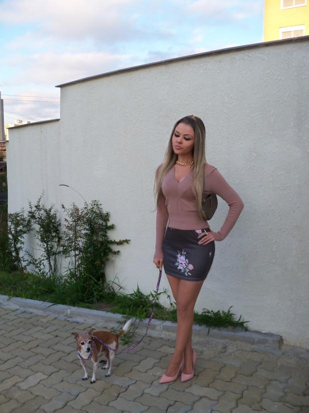 sininhu-sylvia-santini-meu-look-blog-got-sin-moda-saia-chris-evert-estampa-floral-flores-girlie-lupi-cachorro-24
