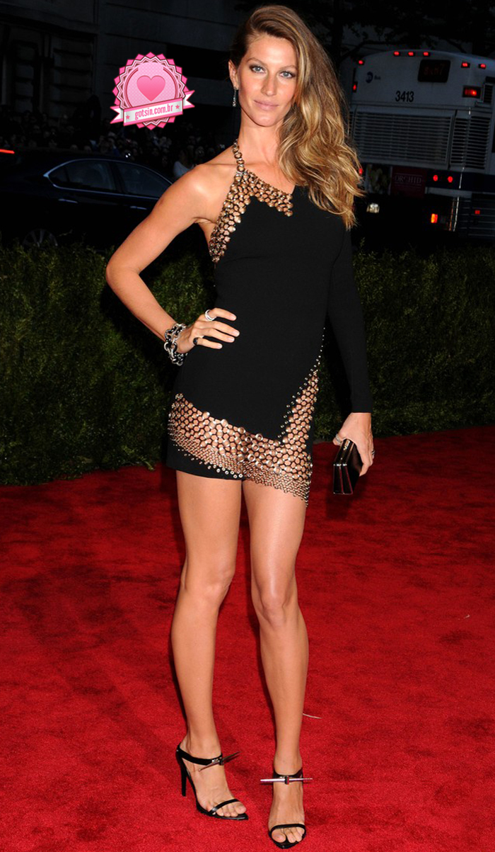 gisele-bundchen-tom-brady-met-ball-2013-red-carpet-Anthony-Vacarello-02