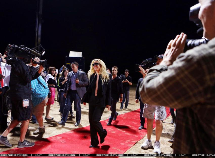 britney-spears-gma-good-morning-america-live-interview-entrevista-work-bitch-02