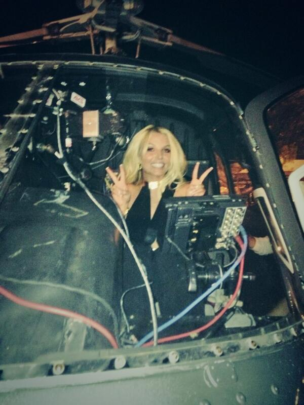 britney-spears-gma-good-morning-america-live-interview-entrevista-work-bitch-helicoptero