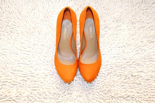 rainbow-tag-blog-got-sin-laranja-sapato-arezzo-pump