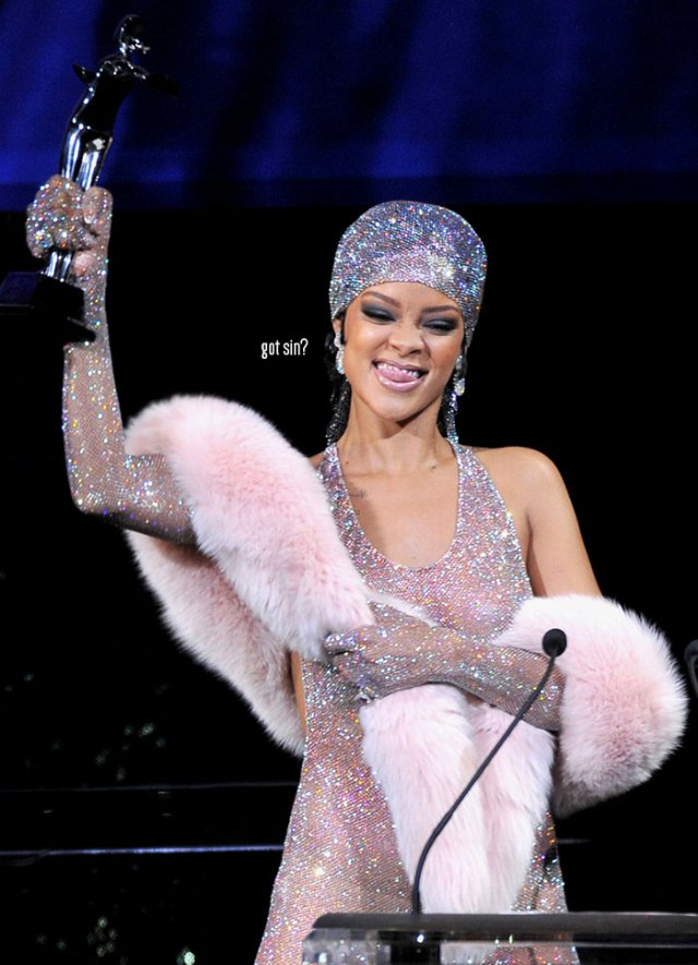 rihanna-naked-dress-at-cfda-awards-blog-got-sin-logo-05