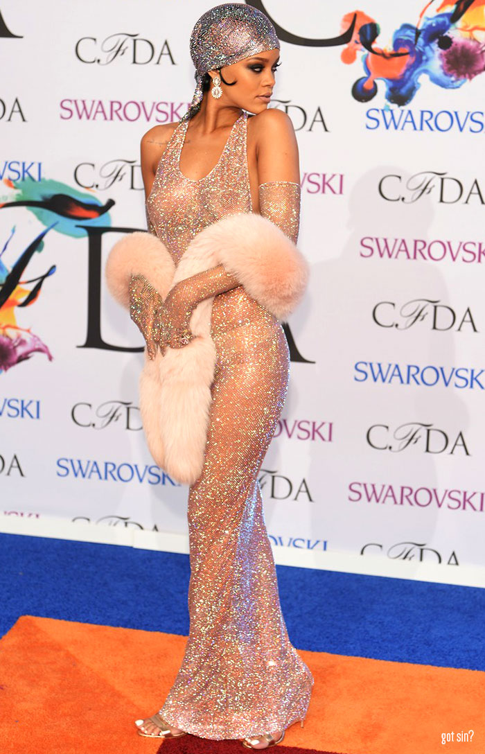 rihanna-naked-dress-at-cfda-awards-blog-got-sin-logo-06