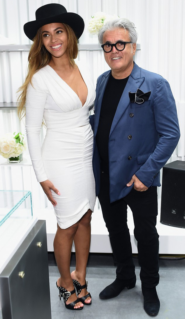 beyonce-shops-with-giuseppe-zanotti-himself-at-store-opening-06-blog-got-sin