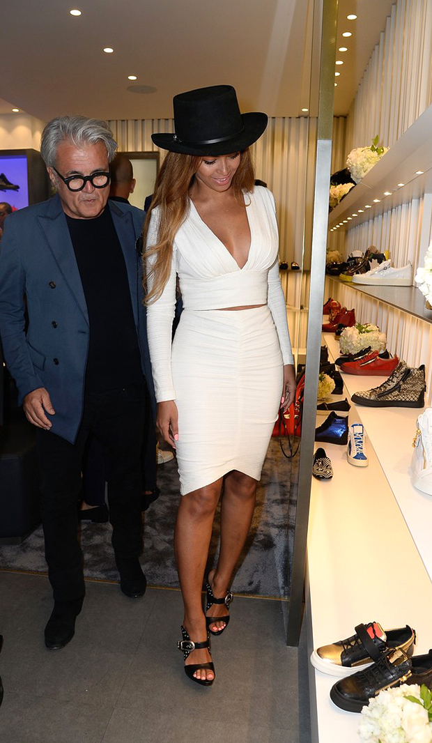 beyonce-shops-with-giuseppe-zanotti-himself-at-store-opening-11-blog-got-sin