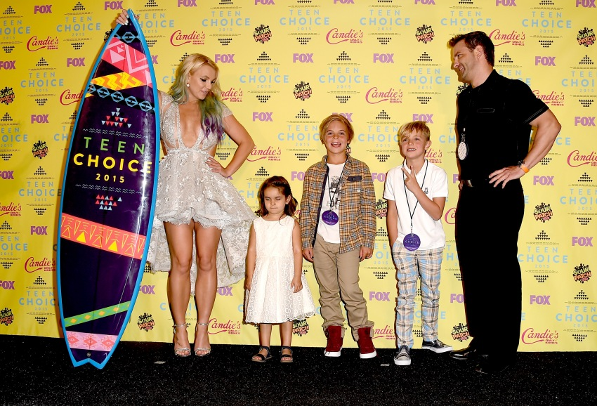 LOS ANGELES, CA - AUGUST 16: Recording artist Britney Spears poses with Maddie Briann Aldridge, Sean Preston Federline, and Jayden James Federline in the press room during the Teen Choice Awards 2015 at the USC Galen Center on August 16, 2015 in Los Angeles, California. (Photo by Steve Granitz/WireImage)