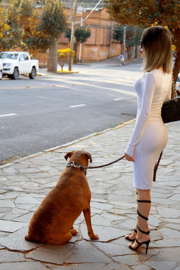 sininhu-sylvia-santini-meu-look-minimalista-vestido-branco-white-dress-body-conscious-sandalia-schutz-chanel-blog-got-sin-05