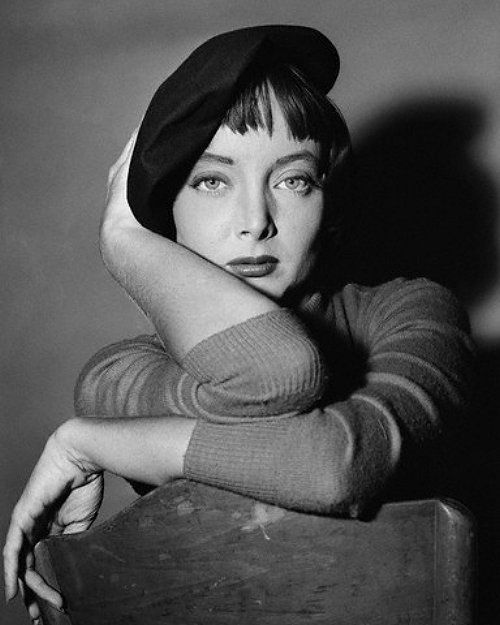 historia das boinas carolyn jones 1961 moda blog got sin