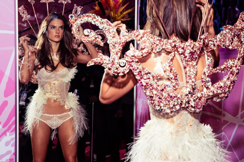 victorias-secret-fashion-show-2015-ss35-blog-got-sin-alessandra-ambrosio