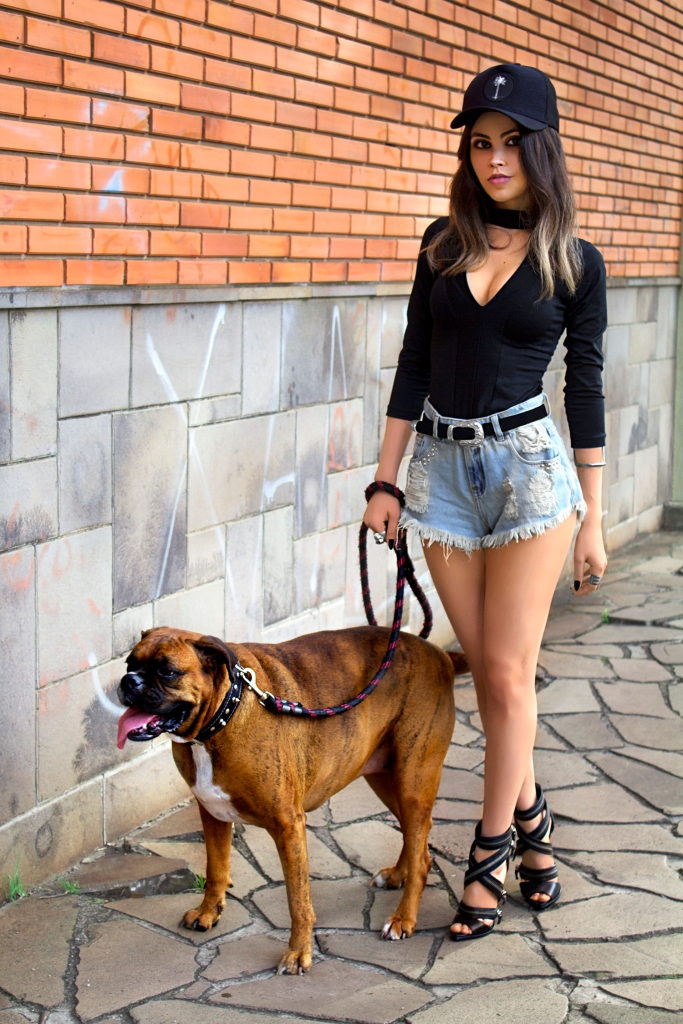 sininhu sylvia santini meu look blog got sin choker top rocker sandália schutz ziper shorts jeans cintura alta como usar boné stay irie moda sustentável 01