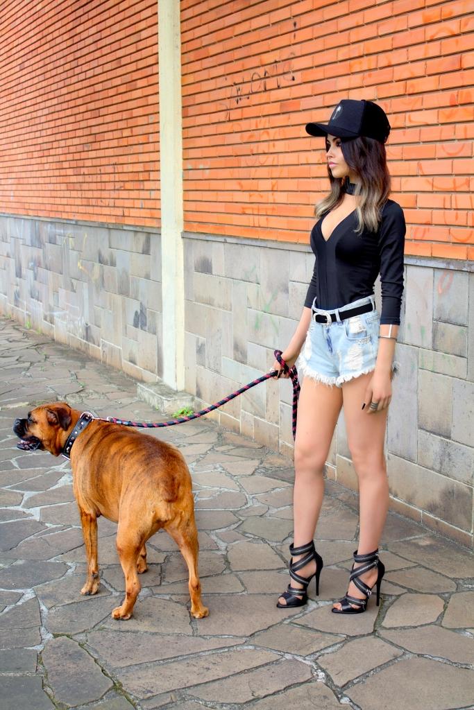 sininhu sylvia santini meu look blog got sin choker top rocker sandália schutz ziper shorts jeans cintura alta como usar boné stay irie moda sustentável 04