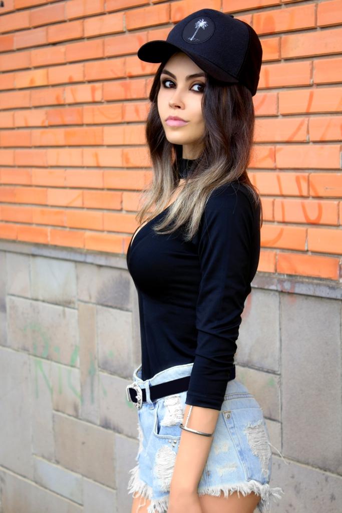 sininhu sylvia santini meu look blog got sin choker top rocker sandália schutz ziper shorts jeans cintura alta como usar boné stay irie moda sustentável 10
