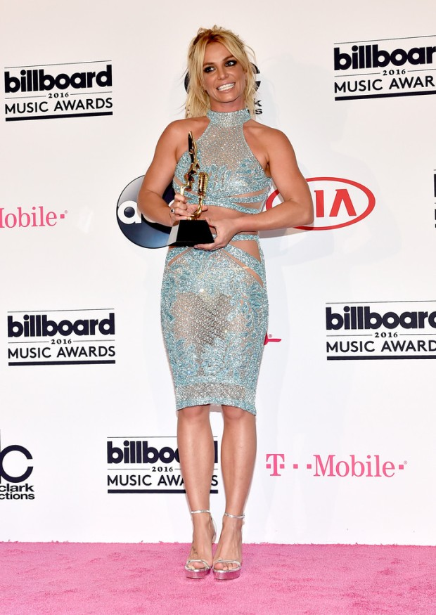 Britney Spears Billboard Music Awards 2016 - look conjunto cropped bordado azul Charbel Zoe - Millenium Award - blog got sin 04