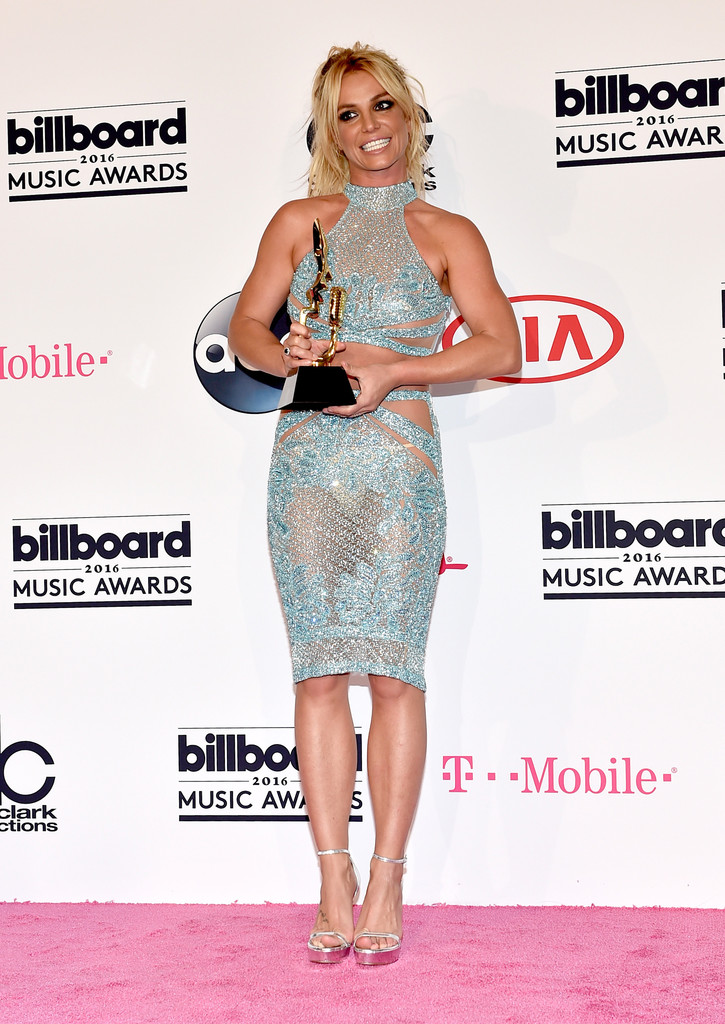 Britney Spears Billboard Music Awards 2016 - look conjunto cropped bordado azul Charbel Zoe - Millenium Award - blog got sin 04