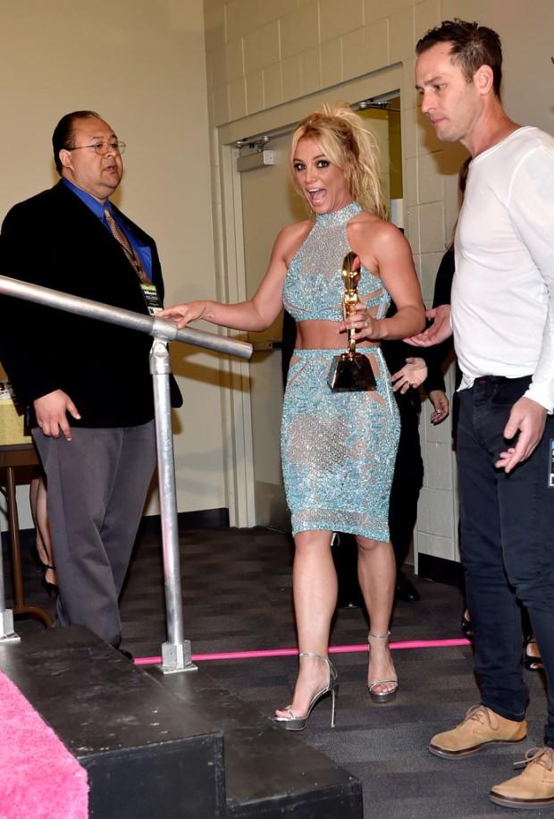Britney Spears Billboard Music Awards 2016 - look conjunto cropped bordado azul Charbel Zoe - Millenium Award - blog got sin 10