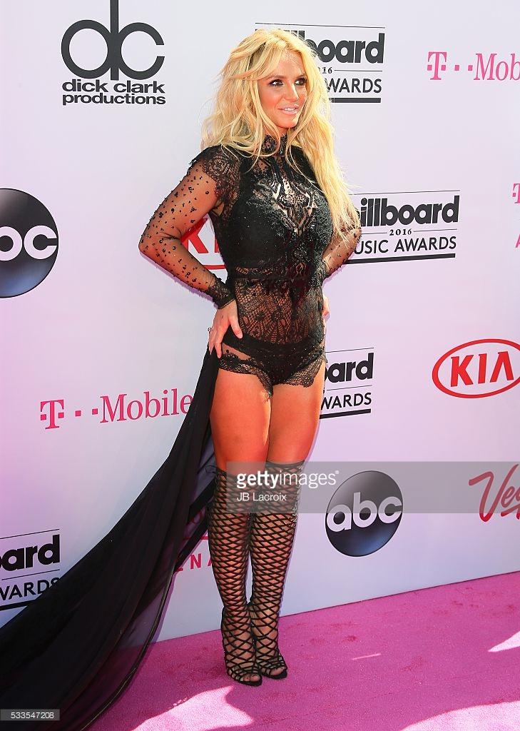Britney Spears Billboard Music Awards 2016 - look Reem Acra - Millenium Award - blog got sin 07