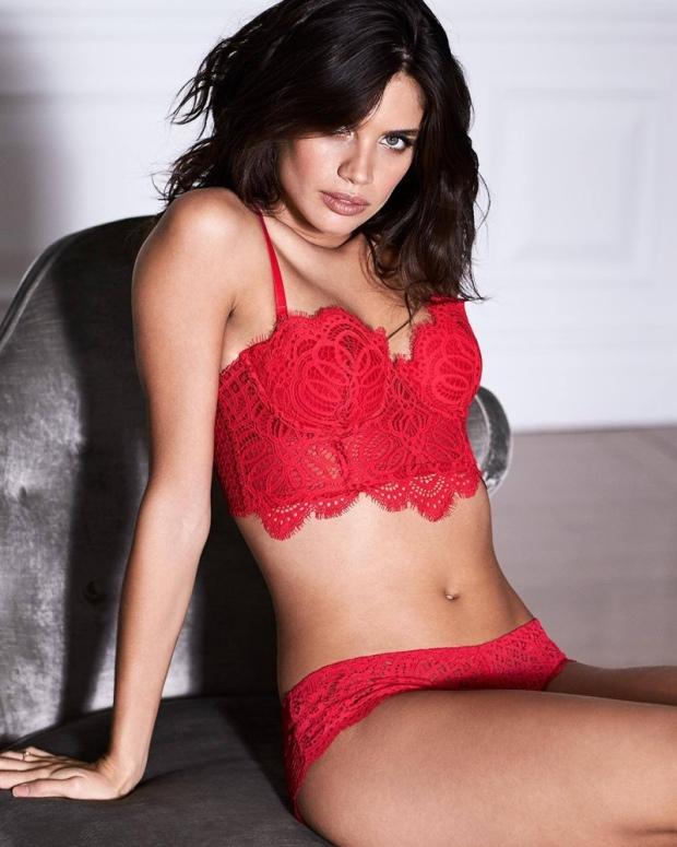 victorias-secret-valentines-day-2017-lingerie-campaign01